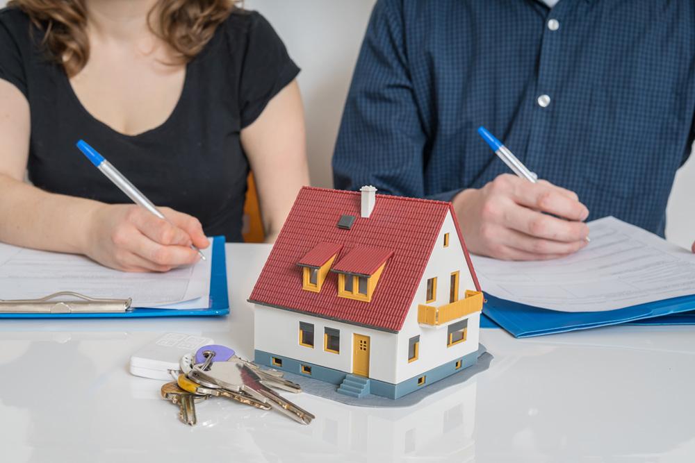 Immobilie in der Scheidung: Was passiert mit der laufenden Finanzierung?